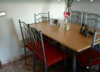 mesa con 6 sillas buen estado
