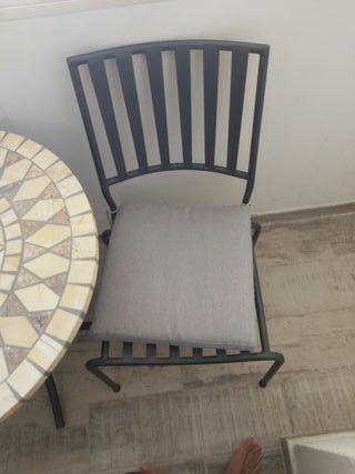 conjunto de mesa y 2 sillas para jardín o tereaza