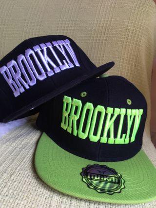 2 Gorras mu:ka nuevas. Directas de Brooklyn.