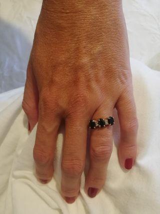 anillo de zafiros y brillantes