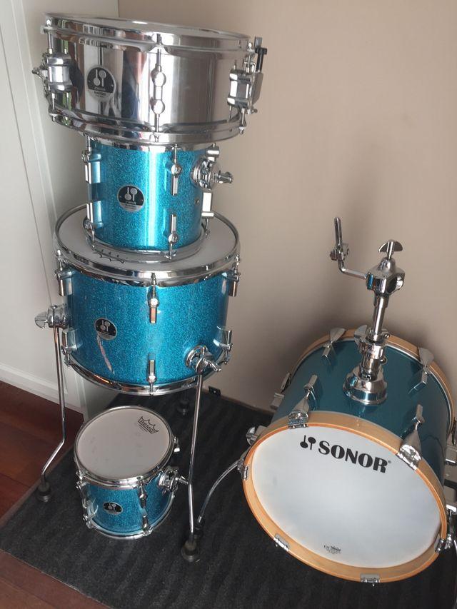 Se vende batería Sonor