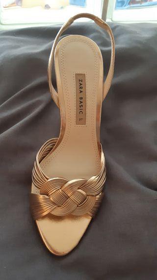 10€ sandalias moradas lilas bershka zara de segunda mano en