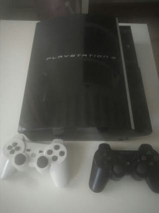 Play station 3 + deux telecommandes