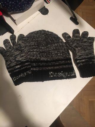Gorro y guantes a juego de Desigual