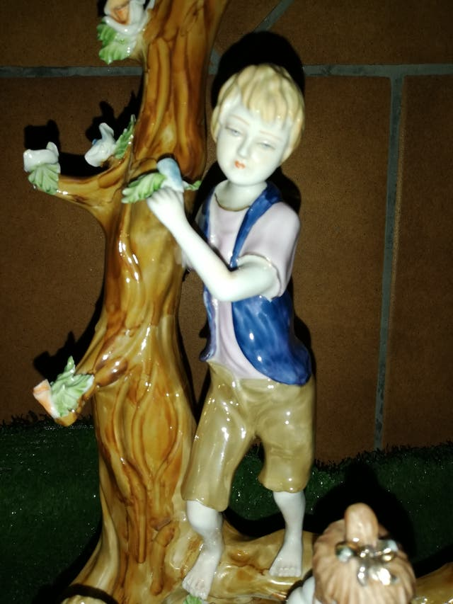 Figura antigua de porcelana