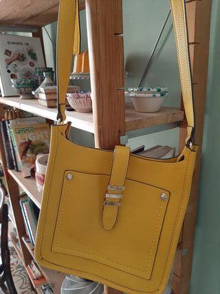 Bolso amarillo nuevo
