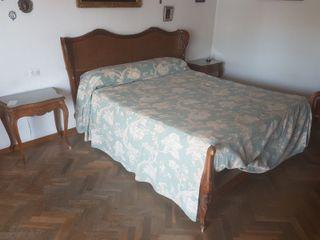 Estructura de cama, cabecero y mesitas de noche