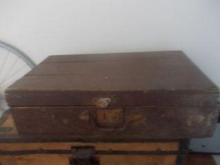 antigua maleta de madera