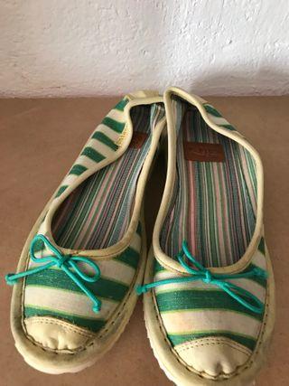 Zapatillas planas Plug fantasía de rayas verdes