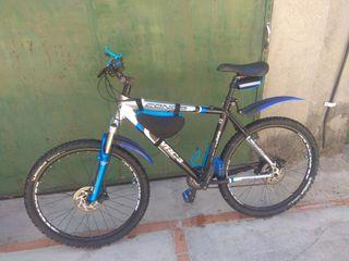 """Bicicleta de montaña 26"""" con manillar de carbono"""
