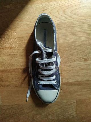 Zapatos azul marino Converse bajas