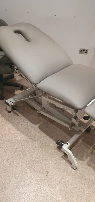 Massage table electric