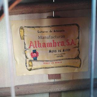 Guitarra española artesana antigua marca Alhambra