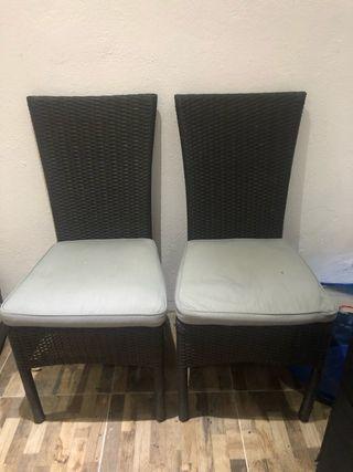 Dos sillas de Rattan