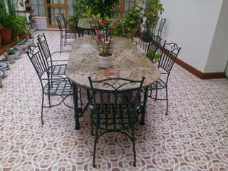 Mesa de jardín de forja y 8 sillones