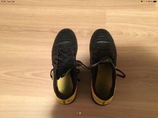 Botas Fútbol Sala Nike. Talla 45