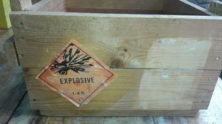 caja industrial de madera.