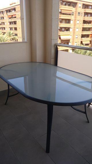 Mesa con 6 sillas de jardín
