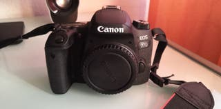 Cámara Reflex Canon 77D más objetivo y accesorios