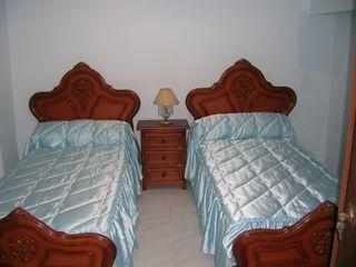 Dormitorio clásico, mesilla, comoda y armario