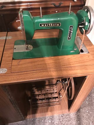 Máquina de coser Wertheim antigua
