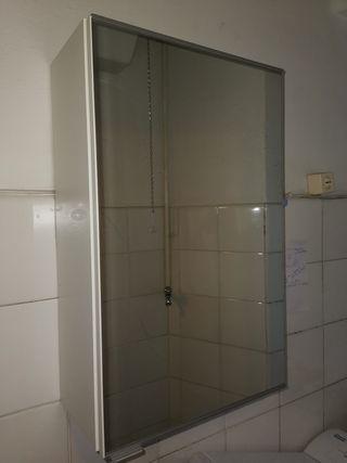 Armario de baño con espejo