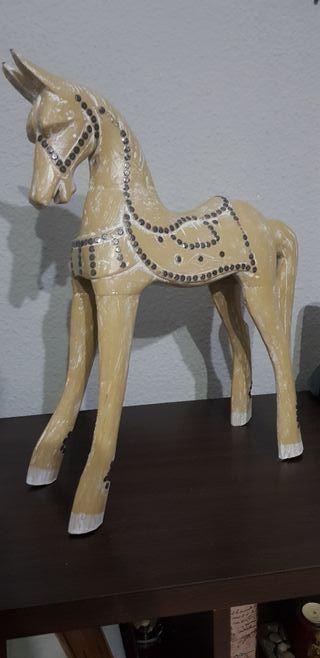 caballo tallado de madera