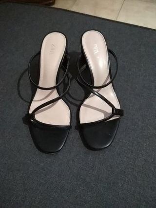 Zapatos sandalias tacón fiesta zuecos guess zara de segunda
