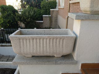 jardineras de piedra de varios tamaños