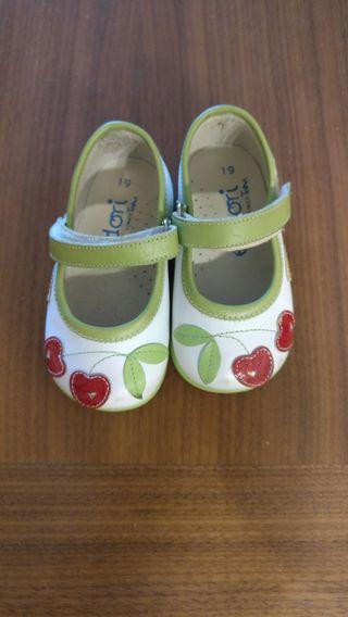 zapatos sin estrenar T. 19