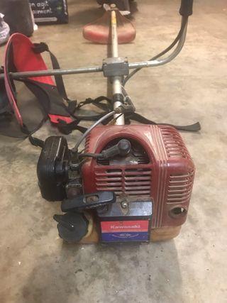 Desbrozadora motor dos tiempos Kawasaki
