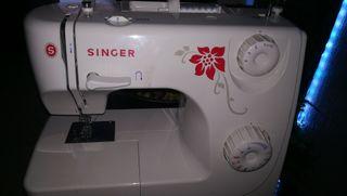 maquina de coser singer seminueva, con poco uso.