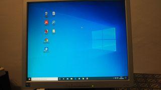 monitor TFT HP 1740