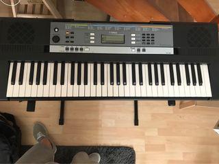 Yamaha YPT 260 keyboard + keyboard stand