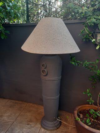 Lámpara de pie gigante