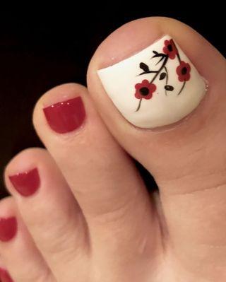 Pedicura esmaltado permanente + 2 uñas decoradas