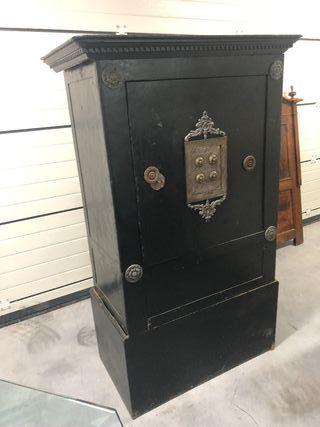 Caja fuerte caja de caudales antigua .