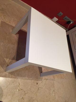 Mesa cuadrada blanca