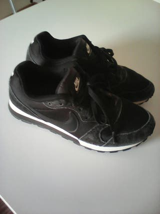 Zapatillas deporte negras Nike talla EUR 40 de segunda mano