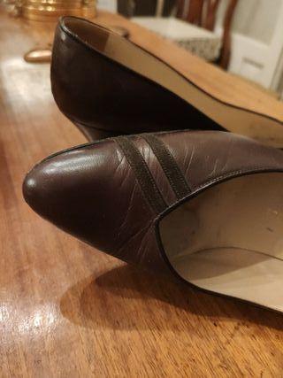 Zapatos bajos marrones suela cuero talla 36-37