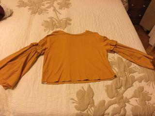 Camiseta MANGO mostaza mangas ablusadas, fruncidas