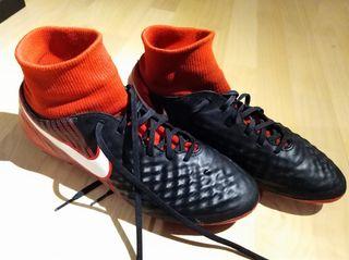 Botas de fútbol con tobillera de segunda mano en Barcelona