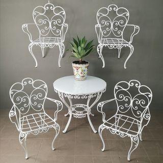 Mesa y sillas de jardín de hierro años 40