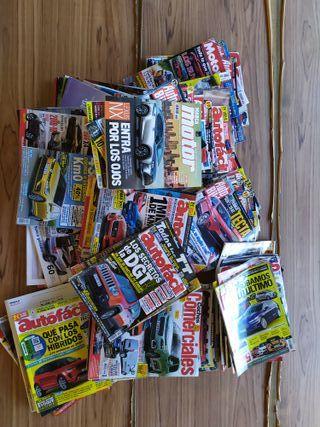 100 revistas de coches de los últimos años.