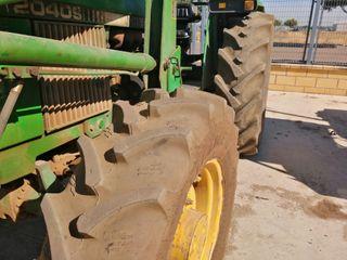 tractor JOHN DEERE 2040DT con pala