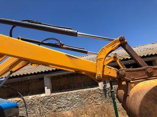 tractor New Hollan TM 120 con pala.