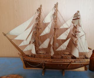 Barco Velero en madera. Artesanal.