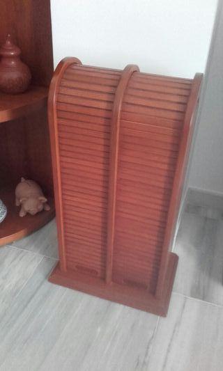 Mueble madera natural CDs.