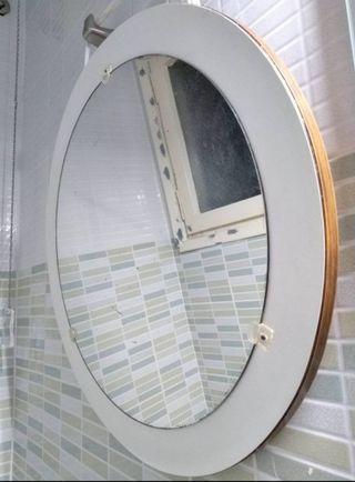 Espejo redondo vintage, estilo space age.