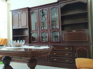 Mueble, mesa y lámpara de salón comedor nogal